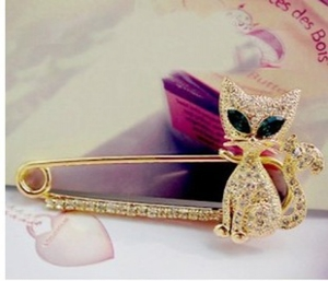 F25 Diamond Fox Brooch