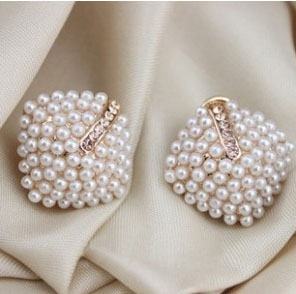 M60 Lovely Pearl Earrings