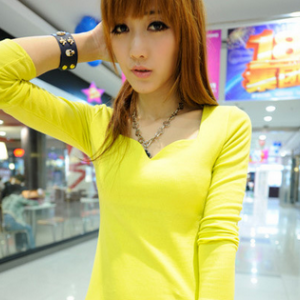 T810 Long-sleeved V-neck Basic Tee