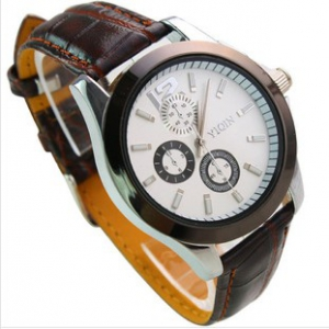147503  Round face leather strap watch
