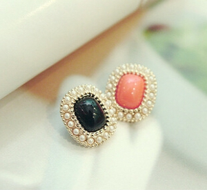 M20 Rimmed pearl earrings