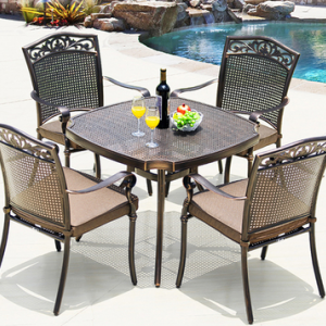 preorder- Outdoor table + four chairs